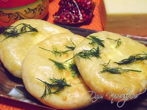 Хачапури слоеный с сырной начинкой
