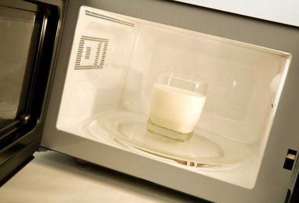 стакан молока в микровоновке