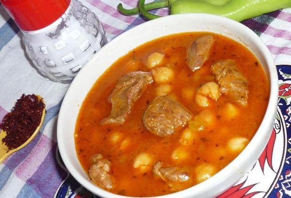 Телятина с нутом под томатным соусом