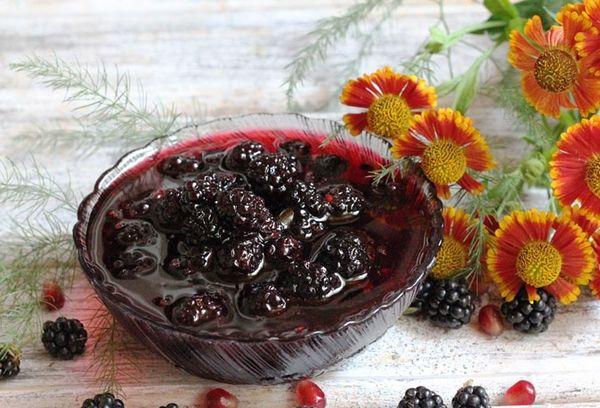 варенье из ягод в вазе