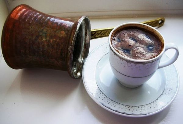 чашка с кофе и турка