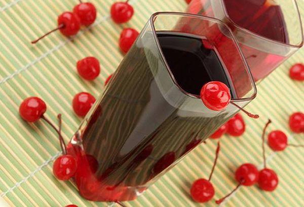 стакан красного компота