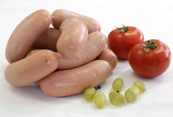 Сардельки и помидоры