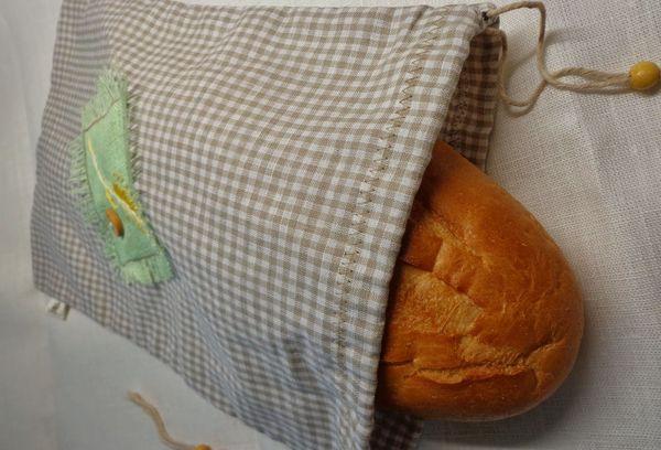 хлеб в льняной ткани