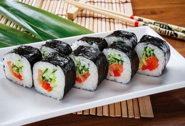 японское блюдо суши