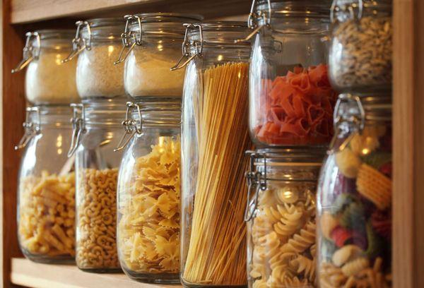 стеклянные банки с продуктами