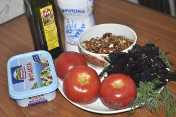 Овощи, зелень, сыр и орехи для салата