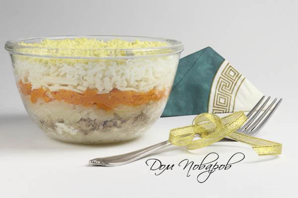 Салат слоями в стеклянной миске