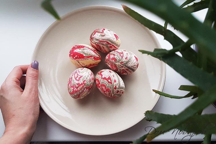 Окрашивание яиц шелковыми лоскутами