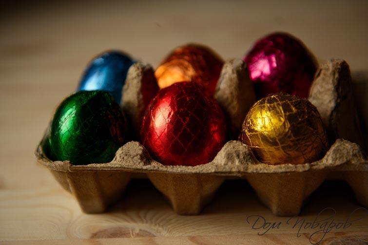 Яйца обернутые в разноцветную фольгу