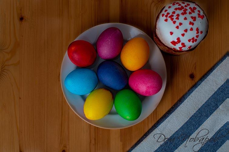 Яйца, окрашенные магазинными красителями
