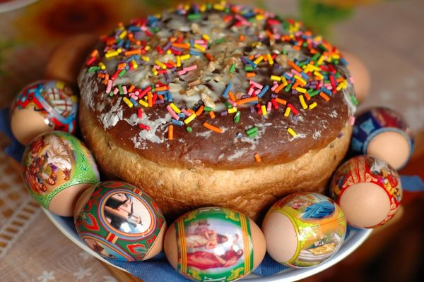 Кулич пасхальный и яйца