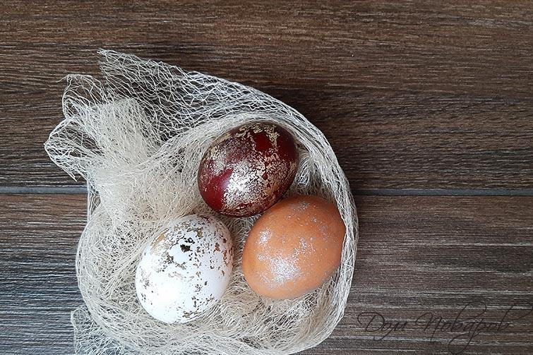 Яйца декорированные поталью