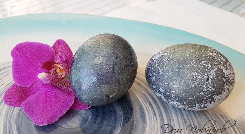 Окрашенные яйца в каркаде
