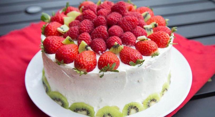 Украшаем и пропитываем бисквитный торт: простые рецепты