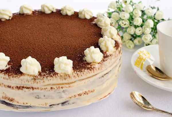 Какао пудра как украшение для торта