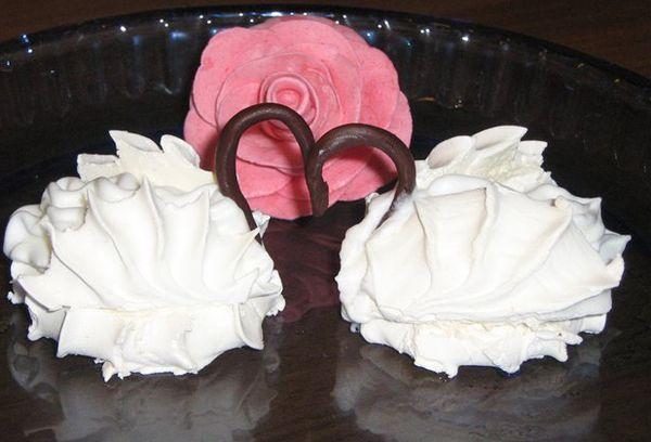 Зефир как украшение для тортов