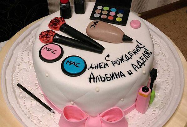 Торт для женщин с косметикой