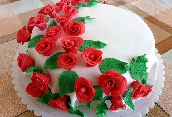 Торт с цветами из крема
