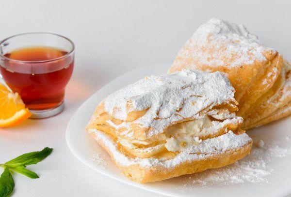 Наполеон посыпанный сахарной пудрой