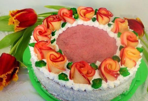 Торт с розами из фруктов