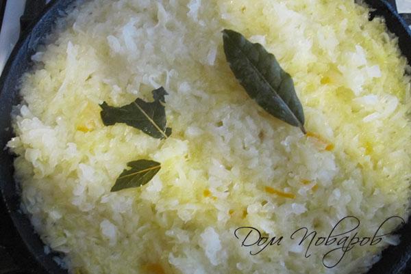 Тушение капусты с лавровым листом на сковороде