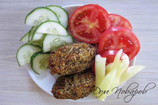 Котлеты из чечевицы с овощами