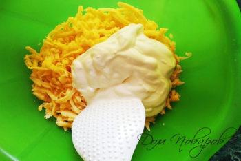 Тертый сыр со сметаной