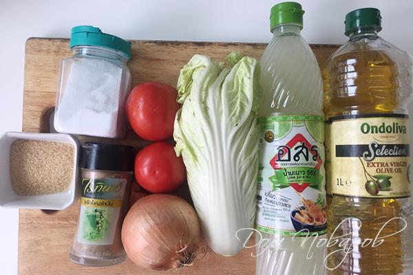 Ингредиенты для салата с пекинской капустой и томатами
