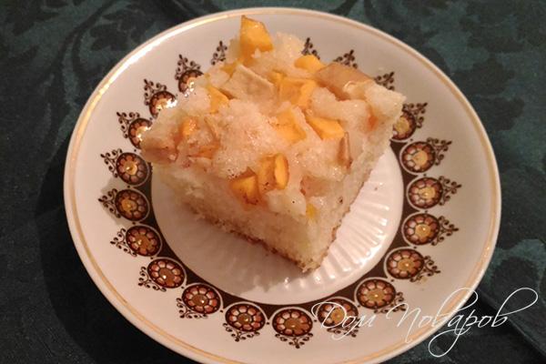 Кусочек пирога с тыквой и яблоками