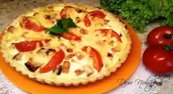 Киш с ветчиной, сыром и помидорами