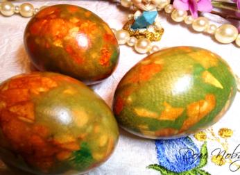 Как красить яйца луковой шелухой с зеленкой