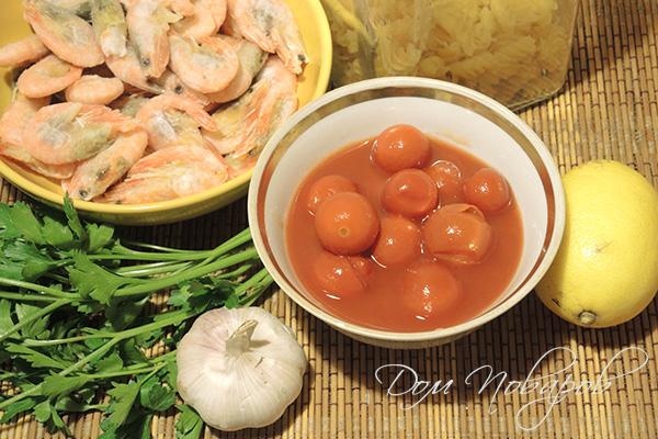 Ингредиенты для пасты с креветками в томатном соусе
