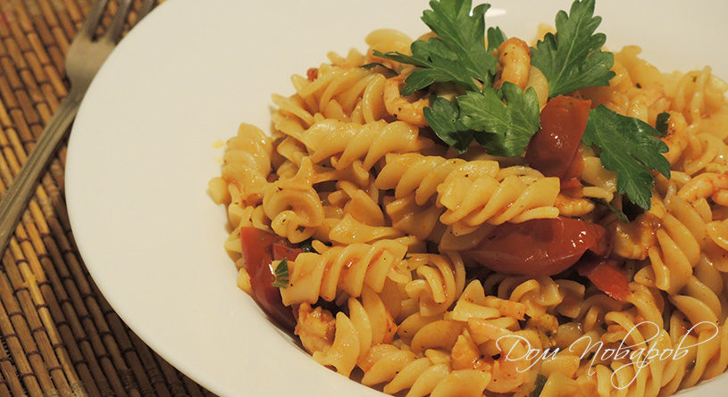 Паста с креветками в томатном соусе