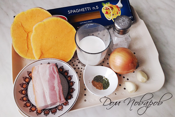 Ингредиенты для пасты с тыквой и беконом