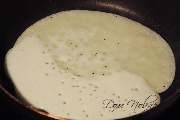 Тесто для блина на сковороде