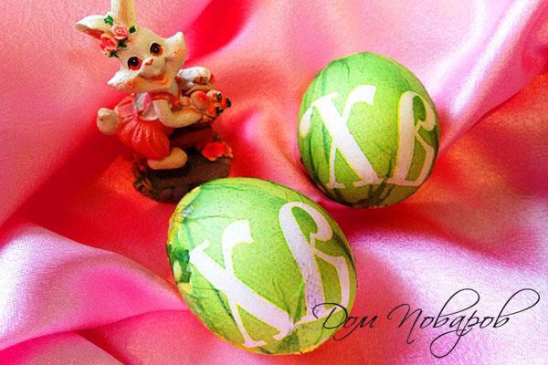 Яйца, оклеенные салфетками