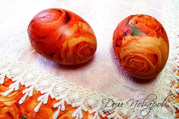 Пасхальные яйца, оклеенные салфетками для декупажа