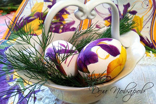 Пасхальные яйца с узорами из салфеток