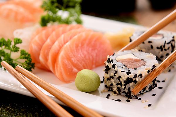 Сашими и роллы с красной рыбой