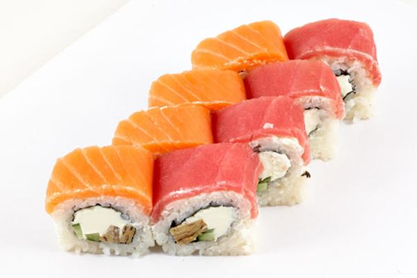 Роллы с лососем и с тунцом