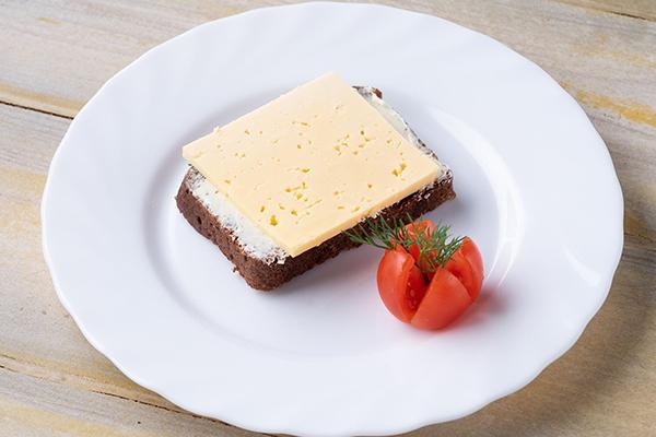 Бутерброд с сыром и помидор