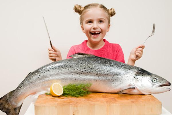 Девочка и большая рыба
